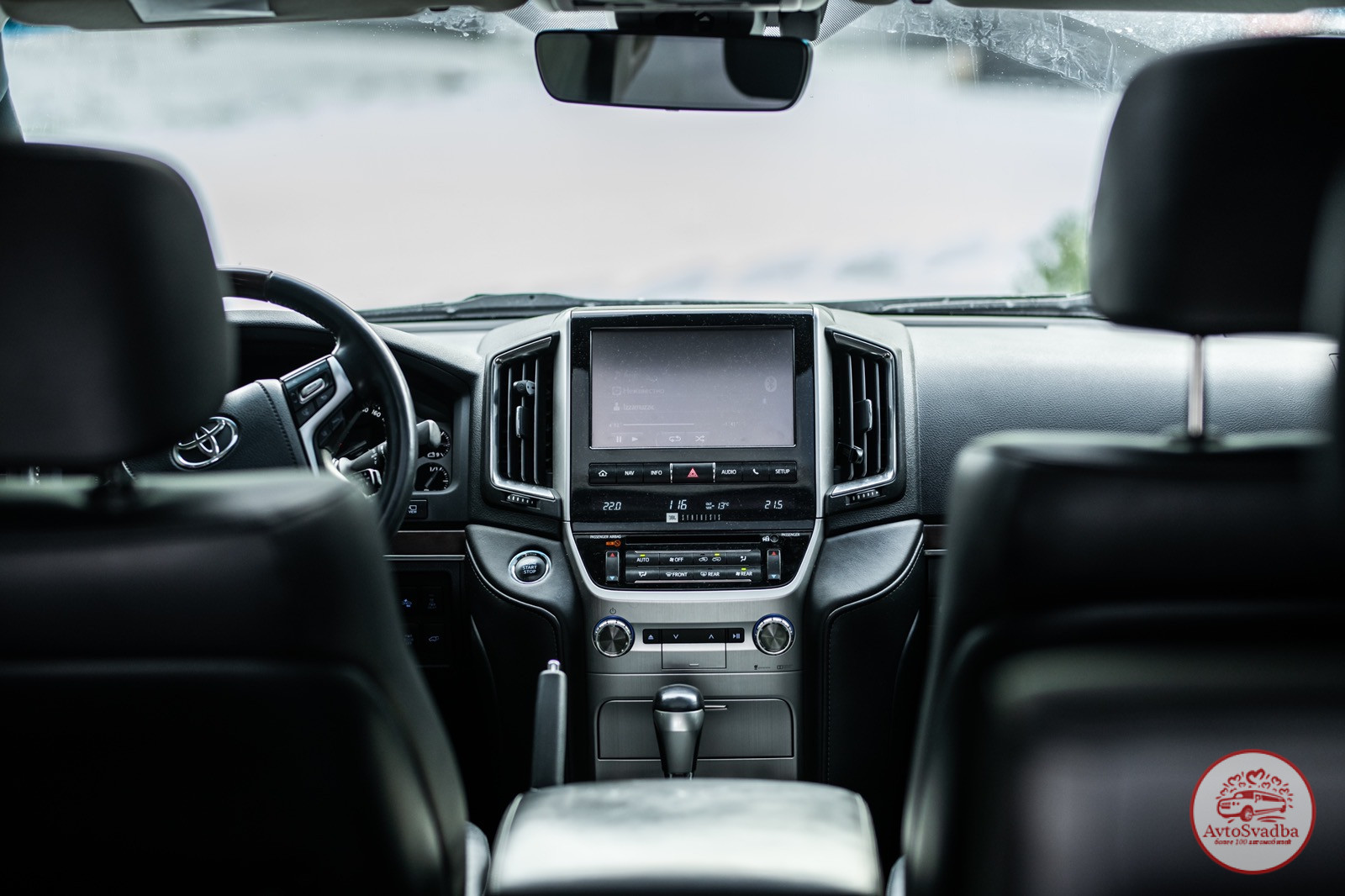 Салон джипа Toyota Land Cruiser 200